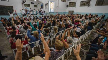 Centro de peregrinação no interior de SP, instituto recebe 40 mil pessoas por mês para cirurgias espirituais